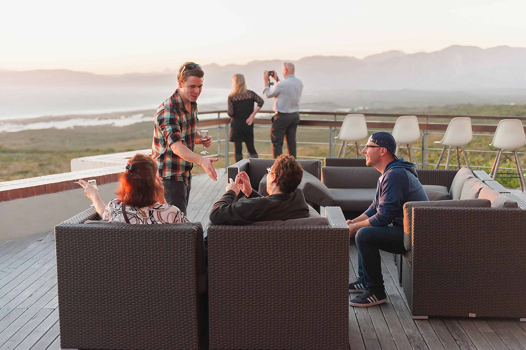 Getting to know the guests at our Secret Eats adventure, Grootbos (Angelique Smith Photography)